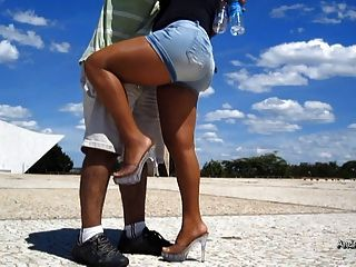 在阳光灿烂的日子,连裤袜腿