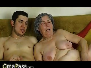 奥卡萨斯小男孩他妈的很老老奶奶和她的女朋友