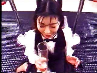 日本女孩喝了很多暨