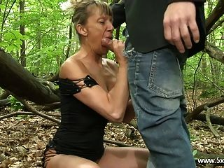 shanaelle一个成熟的肛门他妈的在树林里