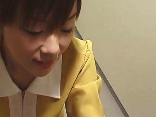 日本电梯handjob与白色手套