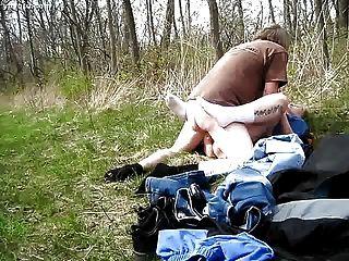 我的男人在树林里搞砸我