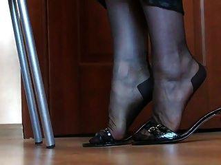 腿和脚在尼龙