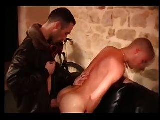 法国暴徒在地下室
