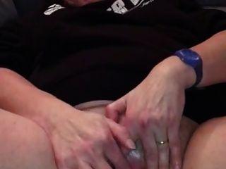 业余奶奶踢她的阴蒂