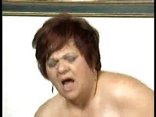 bbw胖屁股奶奶他妈的在沙发上