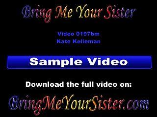在你的第一个核心性视频中铸造你热的青少年姐妹