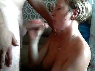 我把精子放在她的嘴里的妻子