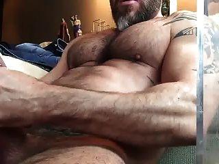 str8在观看色情片时发抖