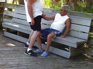 老年同志在公园里发生性行为