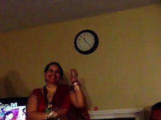 性感的尼泊尔阿姨跳舞