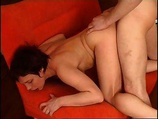 俄罗斯成熟的女人与年轻人性交