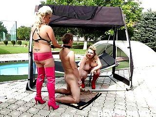 2个胖胖的bbw多米尼加在游泳池的三人性爱上