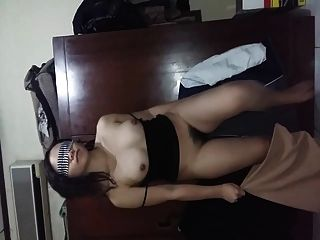 印度尼西亚gf显示她的毛茸茸的阴部胸部和屁股