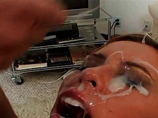 milf获得巨大的脸颊覆盖暨