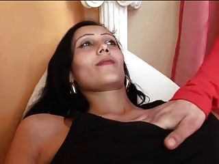女同志赤脚和怀孕