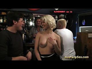 gangbang在鸡尾酒酒吧