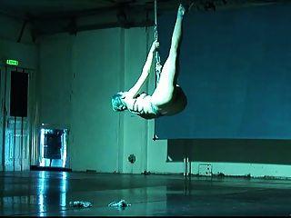 芭蕾舞精神自我束缚和暂停