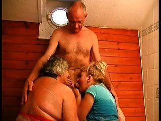 3some bj在浴缸里