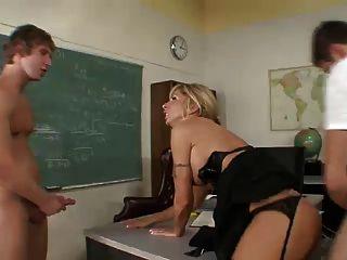 教授2名学生