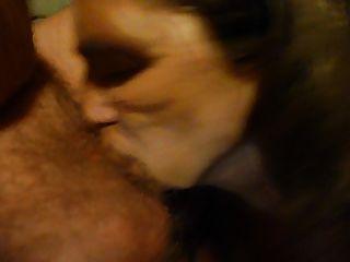 吮吸我的丈夫公鸡暨在我的嘴里