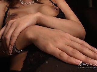 角质的亚裔女人让她湿的阴部砰的一声