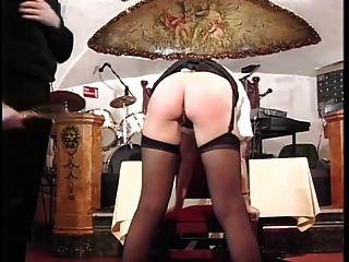 英国警察女子打屁股