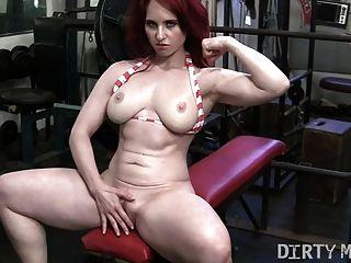 红头发者在健身房手淫