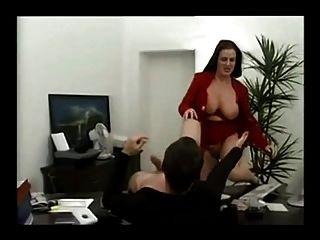 妖精的德国奶昔他妈的在她的办公室