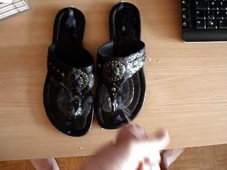 cumshot在鞋子上