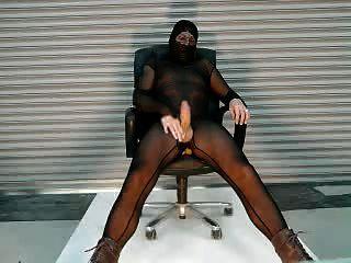 我的黑色纯粹的bodystocking cumshot在仓库