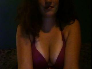红头发的女孩喜欢和她的屁股玩耍