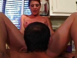 林达他妈的在厨房里