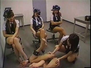 日本警察妇女表带他妈的罪犯