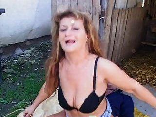 角质成熟让她的屁股他妈的在户外