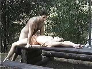 瑞典色情束缚在森林里