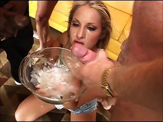 肮脏的女孩从碗里喝了20个家伙(gfsoa)