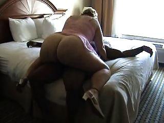 bbw成熟在床上骑公鸡