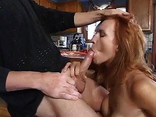 红头发的milf kelly steele口交和面部