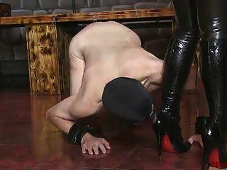 ella kross:用你的嘴清洁我的靴子