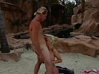荡妇在坎昆用屁股做肛门