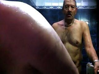 热的爸爸在桑拿