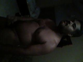 macho gordito y peludo se pajea