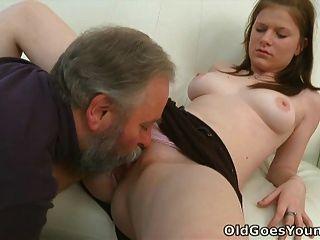 玛丽亚让一个老人他妈的,然后得到她的男朋友