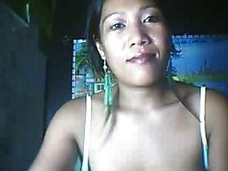 26岁的菲律宾妈妈可能会显示她的大乳头第3部分