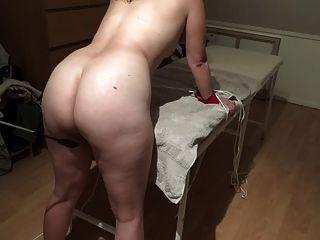 丹麦女孩轻轻的鞭打鞭子鞭打肮脏的绑架腿