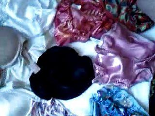 缎子内裤和胸罩的另一大负担