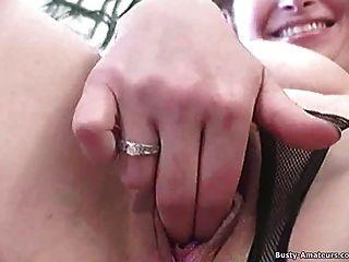 丰满的姜指法她的阴部