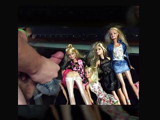 芭比娃娃得到cum。