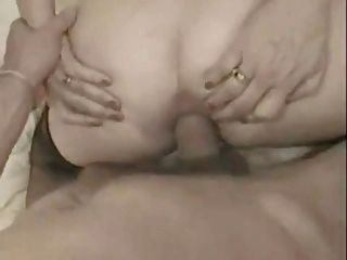 法国奶奶在她的屁股和面部采取一个大公鸡